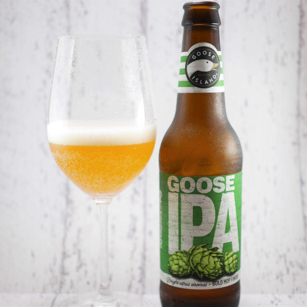 GOOSE_IPAを注いだグラスと瓶