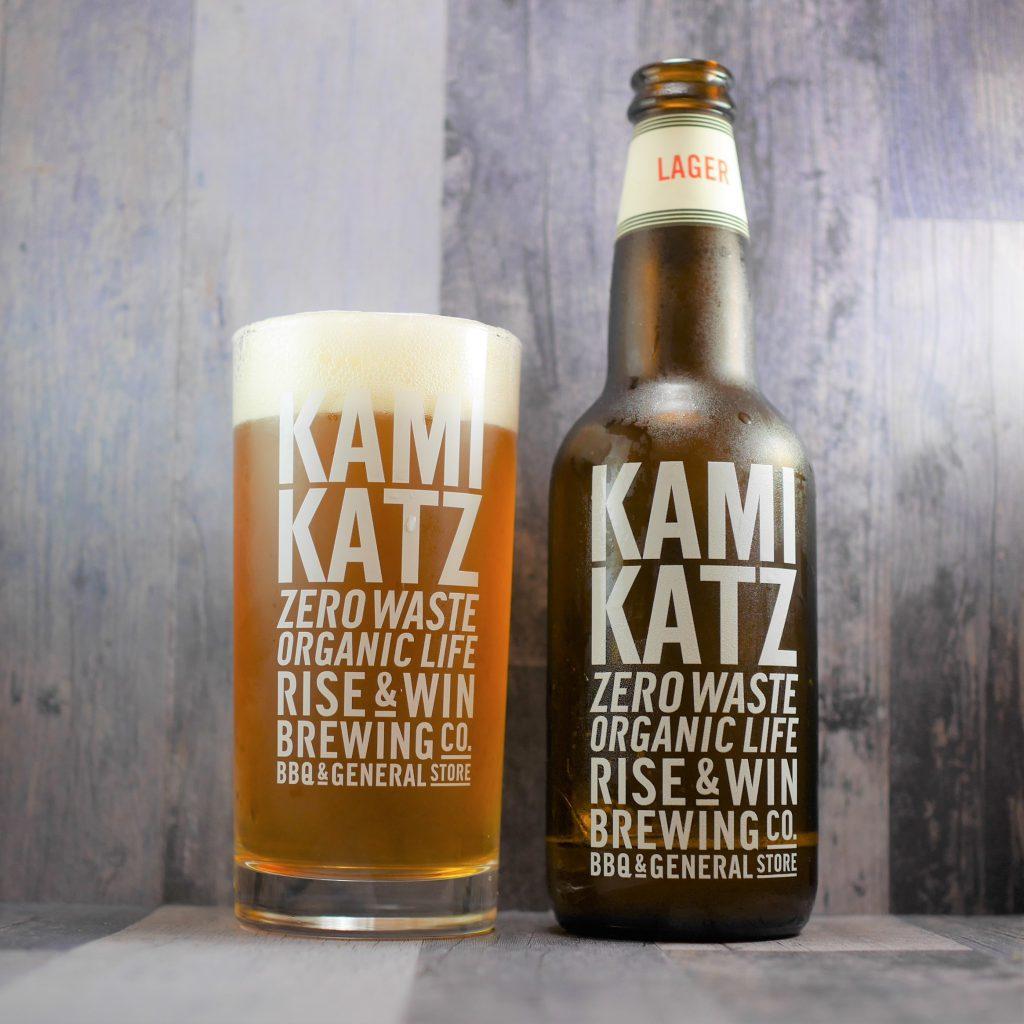 KAMIKATZ_LAGERを注いだグラスと瓶